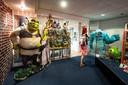 PR dgfoto Gelderlander Nijmegen: Sanne van Galen (40) uit Haarlem was speciaal voor de expostie van de pest in Museum het Valkhof en de Media Drome naar Nijmegen gekomen. [op de foto: Sanne bij karakters van Shrek (links) en Monsters Inc. (recht)]
