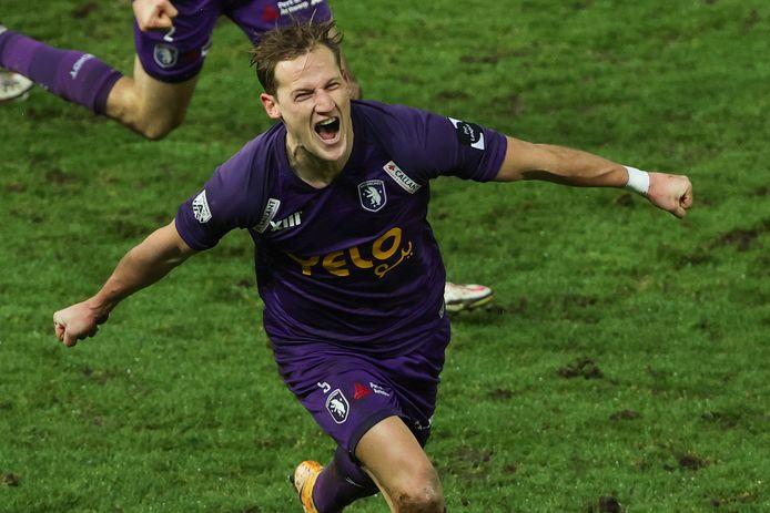 Joren Dom schreeuwt het uit nadat hij er net 0-2 van heeft gemaakt.