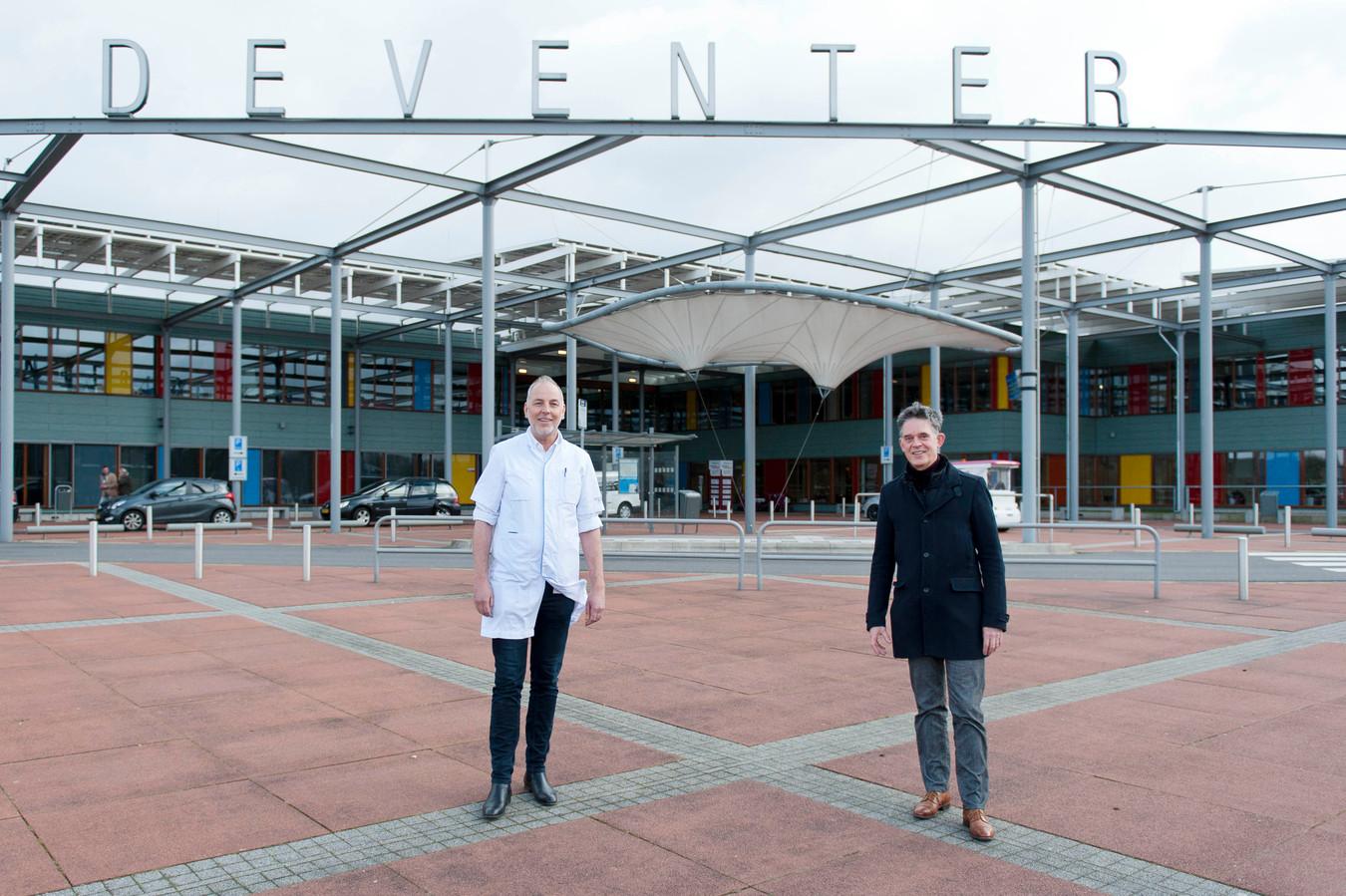 Otto Quartero (r), huisarts en bestuurder van de Huisartsen Coöperatie Deventer en Omstreken (HCDO) en Hans van der Deure (l), voorzitter Medische Staf Deventer Ziekenhuis.