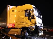 Vrachtwagen klapt op auto van Rijkswaterstaat bij Waardenburg, chauffeur aangehouden