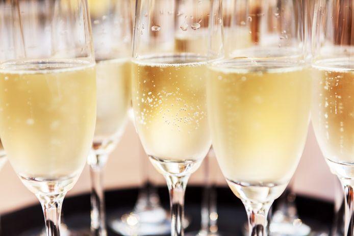Champagne is feestelijk, maar hoeft niet duur te zijn.