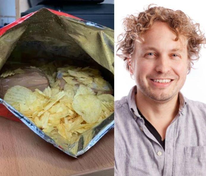 De chipszak waarin een treinreiziger geld had verstopt. Met daarin, tot verbazing van columnist Niels Herijgens, twee soorten chips. 'Wat een amateur!'