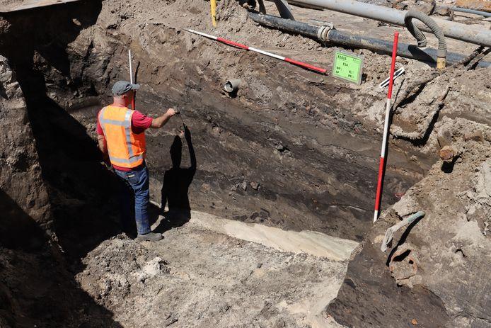 Archeologische vondsten bij graafwerk in de Grote Berg in Eindhoven leveren sporen uit de tachtigjarige oorlog op.