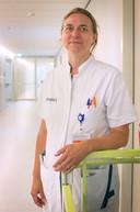 """Kinderlongarts Sanne Hammer van Amphia Ziekenhuis. ,,Het is ongekend dat we deze RS-epidemie in de zomer meemaken."""""""