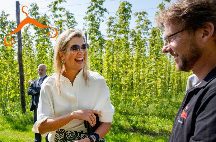 Koningin Máxima tijdens een werkbezoek aan de Gulpener Bierbrouwerij.
