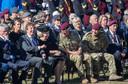 De 75-ste Airborne herdenking in 2019 op Ginkelse Heide, toen afstand houden nog niet nodig was. Prins Charles (midden) heeft een onderonsje met Prines Beatrix. Links naast de prinses burgemeester René Verhulst van de gemeente Ede.