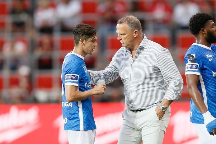 John van den Brom met Gerardo Arteaga.