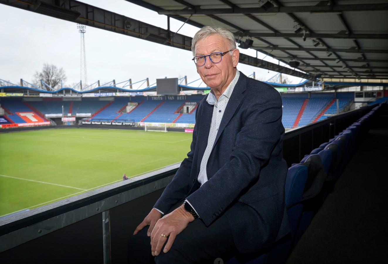 Leon Smeets is 25 jaar taalcoach in het betaalde voetbal. Nu nog bij Willem II, voorheen werkte hij onder meer jaren voor PSV.