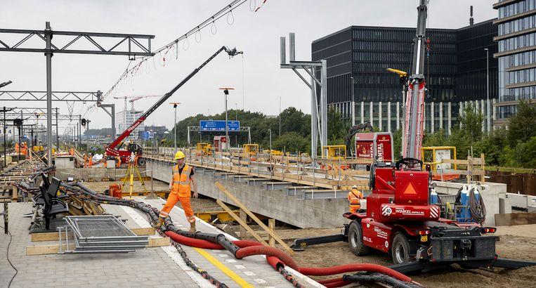 De twee dakdelen gaan deel uitmaken van het dak van de Brittenpassage van de toekomstige ov-terminal. Beeld ANP