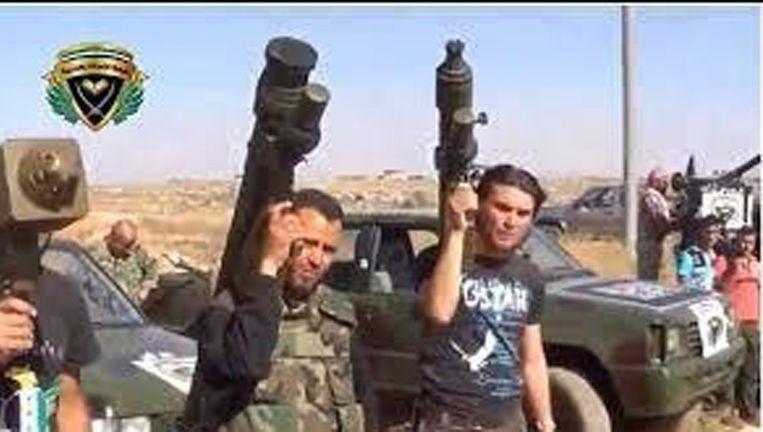 Syrische rebellen met Manpads op hun schouder Beeld Twitter
