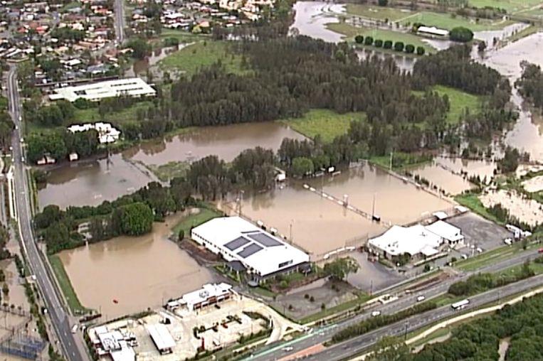 Overstroomde velden aan de Gold Coast in Australië, een jaar geleden. Zware regens en enorme bosbranden teisterden het land in 2020. Het is vooral de rol van Murdochs media in het ontkennen van klimaatverandering, die in Australië het protest tegen zijn nieuwsmedia aanwakkert. Beeld AP