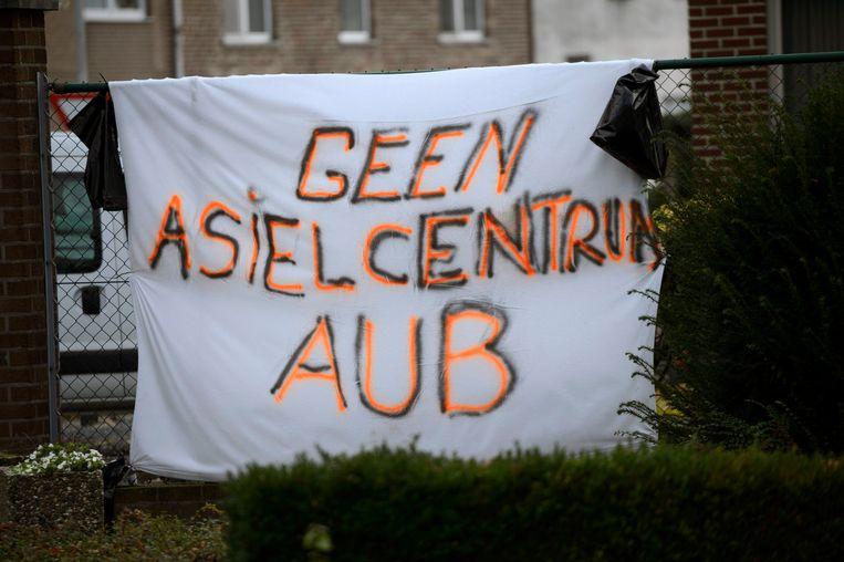 In Bilzen protesteerden buurtbewoners al langer tegen de komst van een asielcentrum. Beeld Photo News