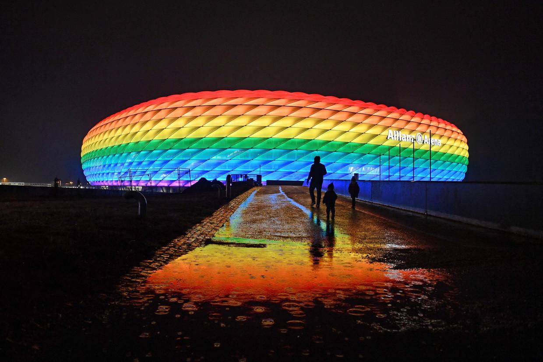 In januari sierde de regenboogvlag al eens de Allianz Arena in München.  Beeld Reporters / DPA