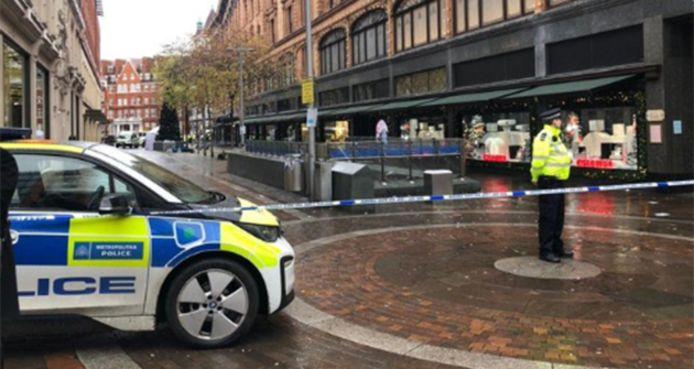 Un homme a été poignardé à coups de couteau devant le célèbre magasin Harrods