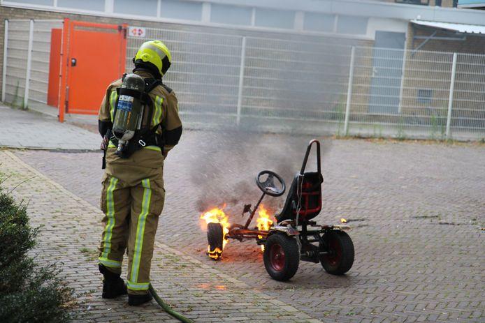 De brandweer kwam aanvankelijk op een voertuigbrand af in Delft. Al snel bleek het mee te vallen: er stond slechts een skelter in lichterlaaie.