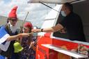 Koelwaren Biebuyck deelt deze zomer 20.000 ijsjes gratis uit. De eerste ijsjes werden alvast uitgedeeld aan de kinderen en de begeleiders van de speelpleinwerking in thuisbasis Ruiselede.