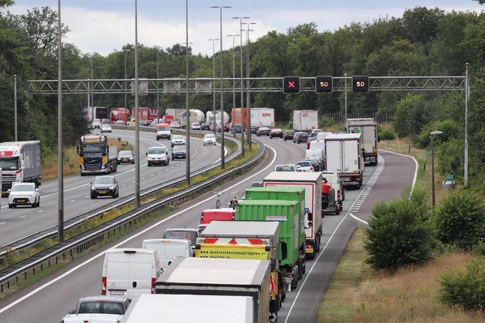 De file op de A12 bij Arnhem.