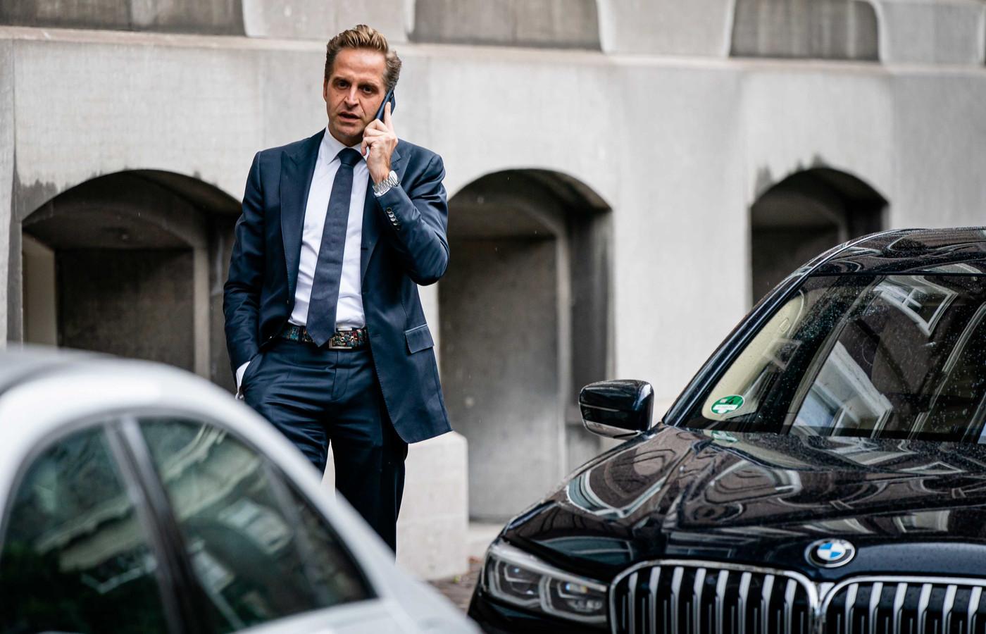 Minister Hugo de Jonge van Volksgezondheid, Welzijn en Sport (CDA) komt aan op het Binnenhof voor de ministerraad
