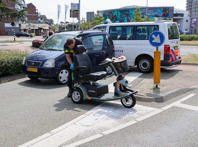 Vrouw in scootmobiel aangereden in Veldhoven.
