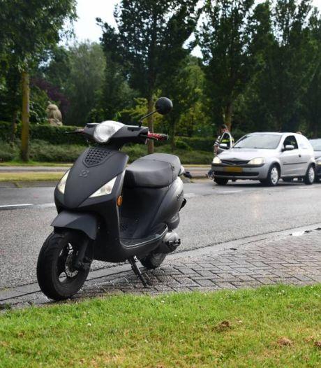 Scooter en twee auto's botsen op elkaar in Vlissingen