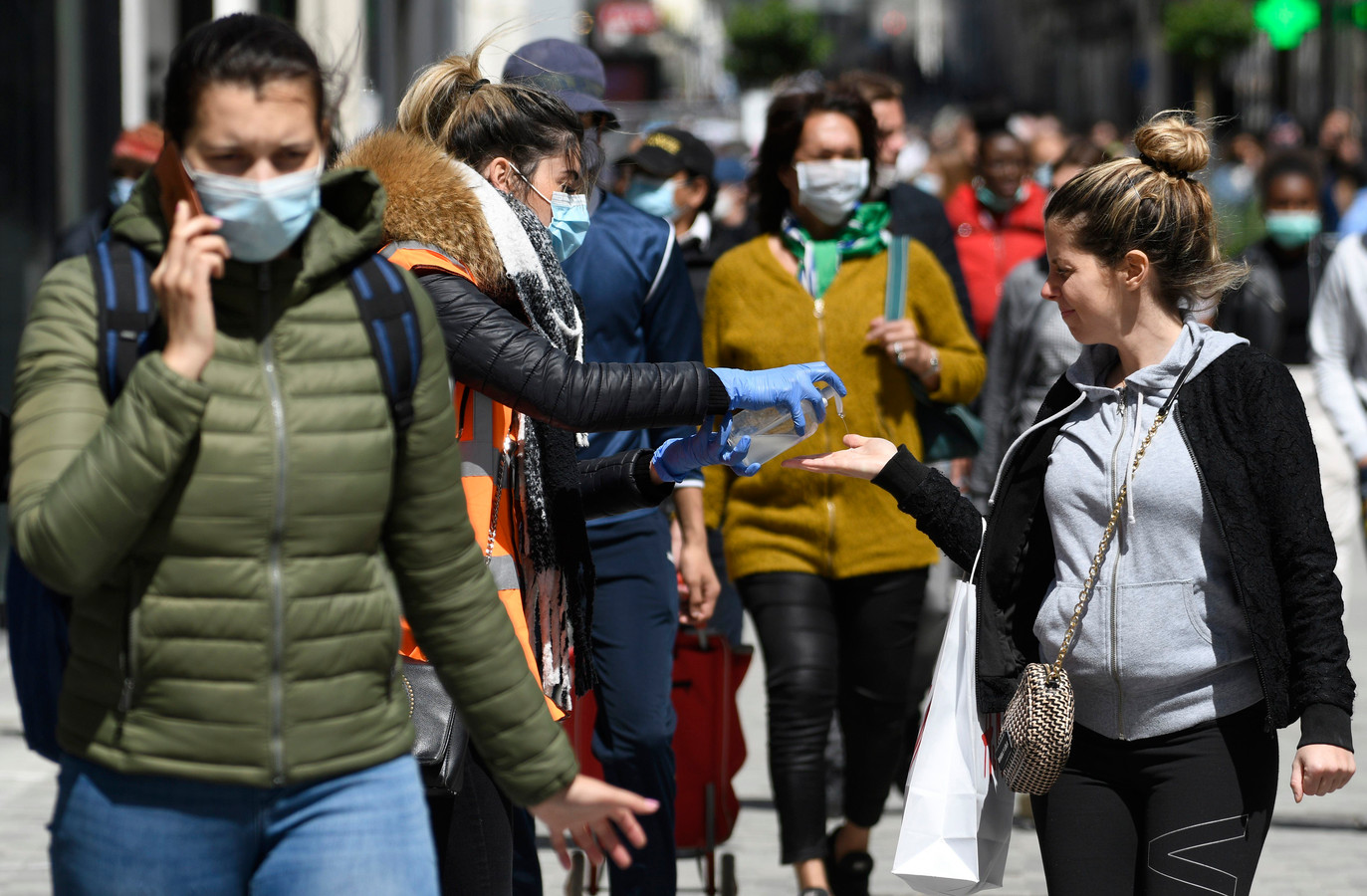 Op drukke plaatsen moeten we wél nog altijd een mondmasker dragen.