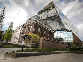 Stad Hasselt haalt 65.000 euro op met veiling van oud stadsmateriaal