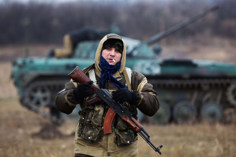 Een pro-Russische strijder bij Ilovaisk in de oostelijke Oekraïense provincie Donbas, november 2014.