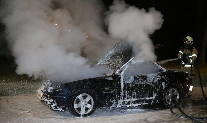 Autobrand aan de Vlijmenseweg in Den Bosch.