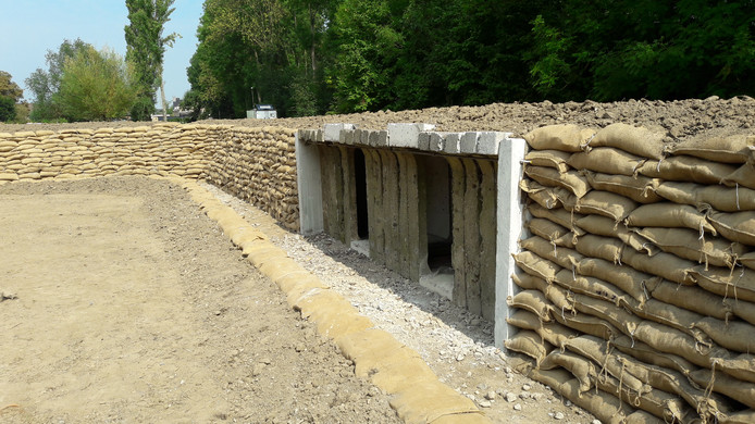 De elementen van de groepsschuilplaats zijn in de loopgraaf bij Fort Giessen verwerkt.