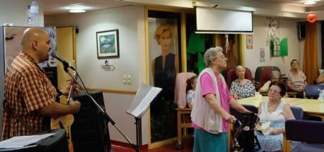 Les artistes s'invitent dans les maisons de repos pour apporter de la joie aux ainés