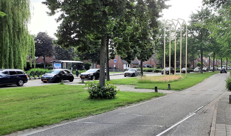 Een lange rij auto's vrijdagmiddag 2 juli op de Maaspoortweg.