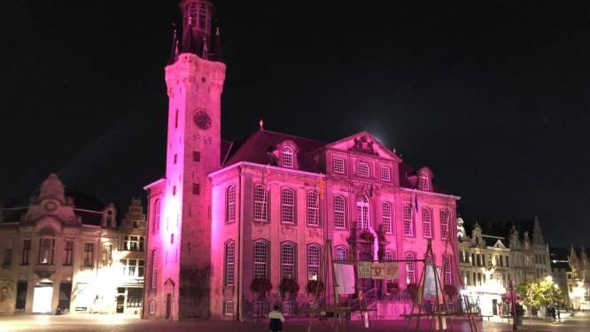Roze spots op stadhuis: symbolische actie in kader Borstkankermaand