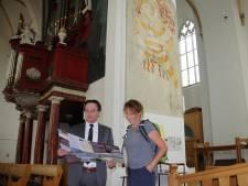 Populaire 'wandelvrouw' Bregje Schipper en burgemeester lopen Christoffelpad