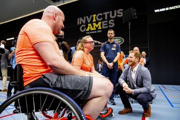 Harry en een aantal atleten tijdens de presentatie van Invictus Games The Hague 2020. Foto gemaakt voor de coronacrisis.
