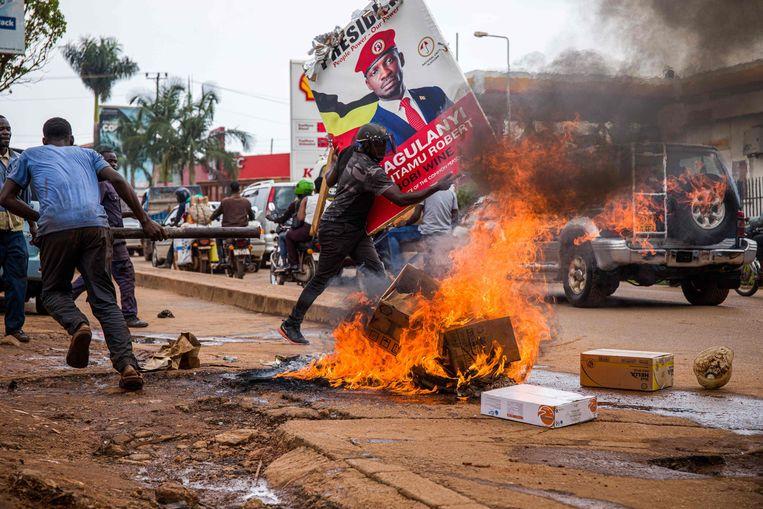 Protesten in Kampala op 18 november naar aanleiding van de arrestatie van presidentskandidaat Bobi Wine. Beeld AFP