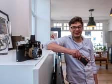 Maarten gelooft heilig in vintage camera's, dus begint hij een winkel in Elburg