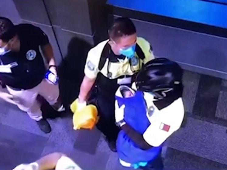 Beelden vrijgegeven van achterlaten baby in Qatar