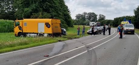 Rondweg Ruurlo dicht na botsing tussen vrachtwagen en twee personenauto's