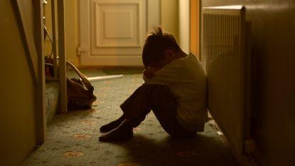Kind (7) met hoofd in toilet geduwd, geslagen en gebrandmerkt, maar ouders ontlopen hun straf