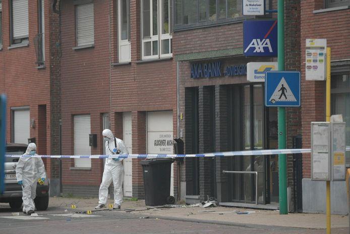 Het bankkantoor van AXA in de Kapelstraat in Essen was het doelwit van de criminelen.