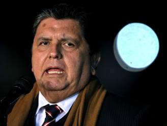 Oud-president van Peru overleden nadat hij zichzelf in nek schiet als politie aanklopt voor arrestatie in omkopingsonderzoek