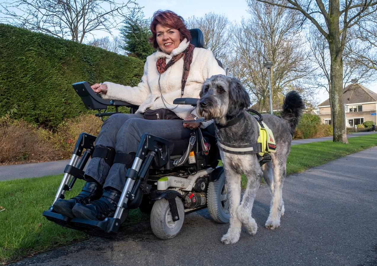 Ester Weststrate met geleidehond Luuk.