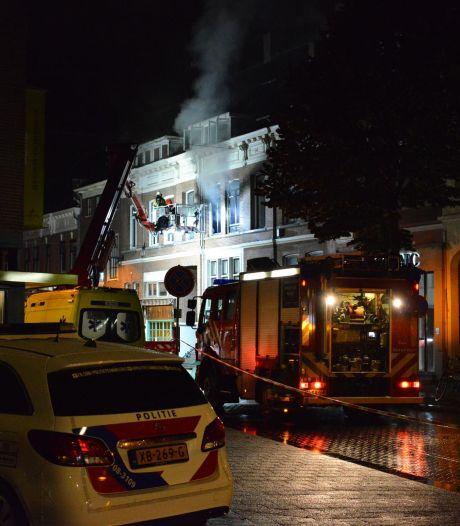 Bewoner gewond bij brand aan de Ginnekenweg in Breda: 'Voorlopig kunnen we niet terug'