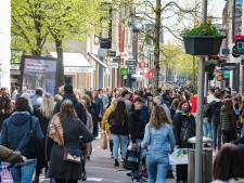 Drukte in de binnensteden op eerste 'versoepelzaterdag', ingrijpen hoeft niet