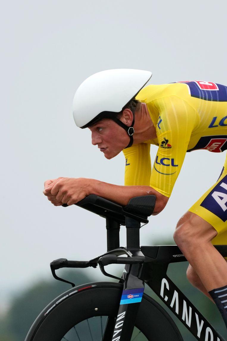 Mathieu van der Poel reed zijn beste tijdrit tot dusver; hij hield 8 seconden over op ritwinnaar Pogacar en behoudt het geel.  Beeld AP