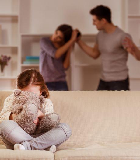 Achter de voordeur bij huiselijk geweld: 'Eigenlijk zit niemand op een telefoontje van ons te wachten'