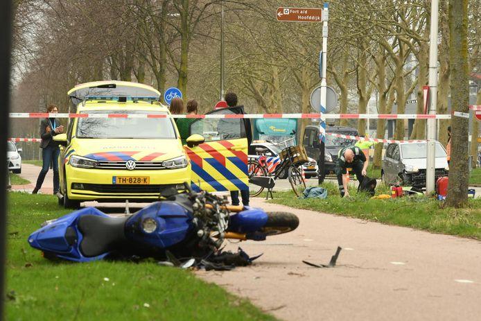 De motorrijder is volgens omstanders direct gereanimeerd.