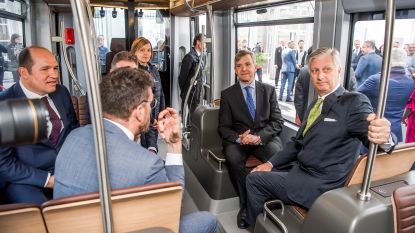 VIDEO. Koning Filip onthult nieuwe tramstellen in Brussel