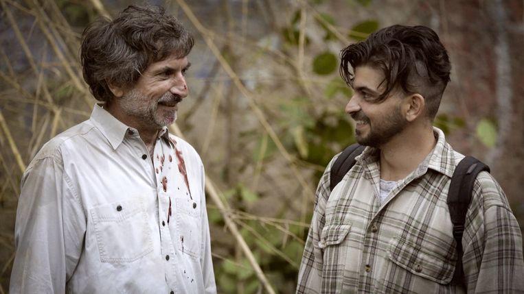 Zoon Jorge Thielen Armand (rechts) maakt in de Venezolaanse jungle een film over en met zijn vader. Beeld trbeeld