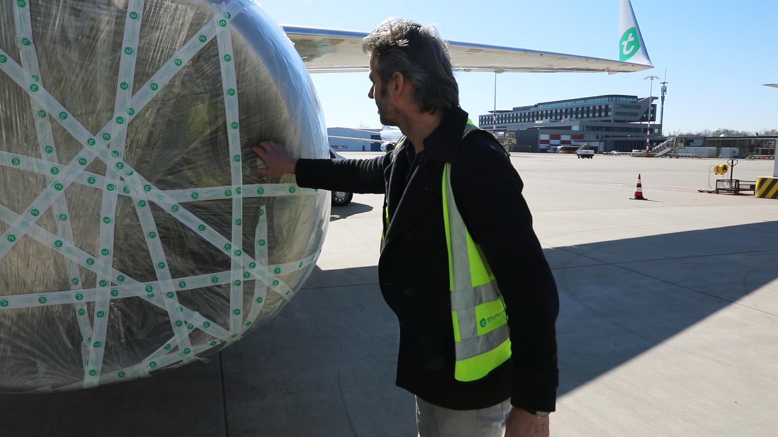 Vliegtuigen van Transavia zijn bij de motoren, landingsgestel en snelheidsmeters ingepakt met plastic om ongedierte buiten te houden.